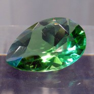 Mit 41 Karat (8,2 Gramm) ist der Dresdner Stein der größte geschliffene grüne Diamant. Hier ist er ohne das Schmuckstück zu sehen, in das er gefasst ist.