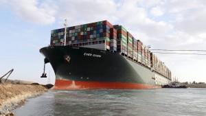 """Heck von """"Ever Given"""" im Suezkanal befreit, Bug sitzt noch fest"""