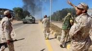 Milizen an einer Ausfallstraße von Sirte