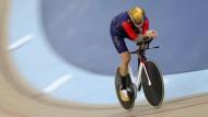 Genau 54,526 Kilometer schaffte Wiggins mit seinem Spezial-Bahnrad in 60 Minuten – oder, für alle Gegner des metrischen Systems: 33,88 Meilen.