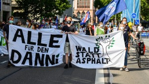 Aktivisten protestieren mit Schlaflager gegen Rodung des Dannenröder Forsts