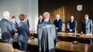 Der Rechtsanwalt der Klägerin, Sven Ollmann (vorne rechts), in Gelsenkirchen im Verwaltungsgericht.