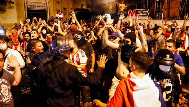 Präsident Paraguays fordert Rücktritt aller Minister