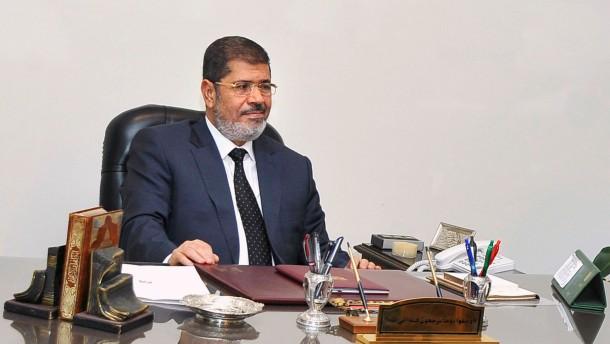 Mursi am Schreibtisch in der Redaktion