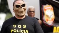 Polizei droht mit Streik während der WM