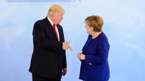 """Merkel und Trump in der """"Kampfarena"""""""