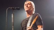 Diese Gitarre steht unter Starkstrom: Paul Weller lässt die Bude beben.