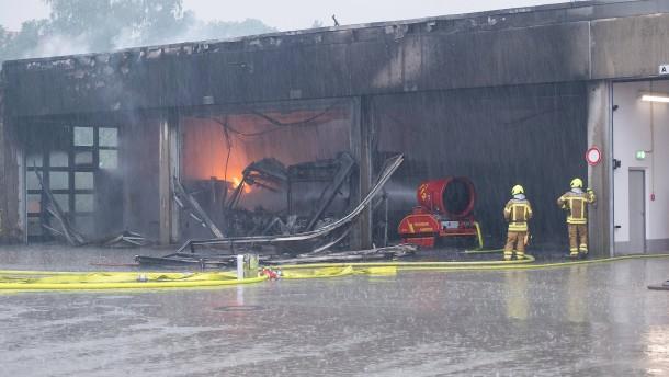 Millionenschaden bei Brand in Depot für Elektrobusse in Hannover