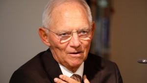 Schäuble gegen harte Ungarn-Sanktionen