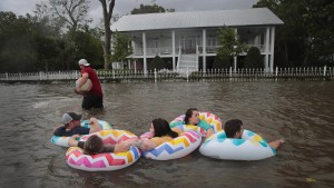 "Sturm ""Barry"" zu tropischem Tief abgeschwächt"