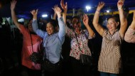 Chiang Rai: Menschen feiern die erfolgreiche Rettungsaktion