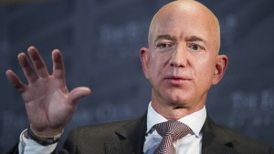 Amazon-Kritiker demonstrieren vor Penthouse von Jeff Bezos