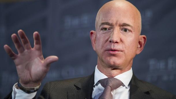 Amazon-Kritiker demonstrieren vor Penthouse von Jeff Bezos