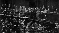 Ist die Weimarer Republik an den vielen Parteien gescheitert?