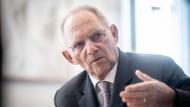 """Wolfgang Schäuble kritisiert den Drang nach """"immer perfekteren Regelungen"""" auch beim Bundesverfassungsgericht"""