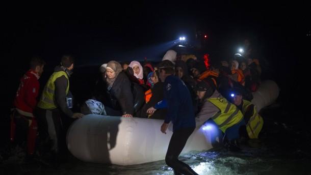 Brief Nach Griechenland Adressieren : Flüchtlinge kommen trotz türkei pakt nach griechenland