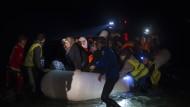 Trotz Flüchtlingspakt: Viele Menschen machten sich in der Nacht auf den gefährlichen Weg nach Griechenland.