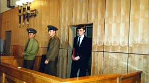 Mathias Rust während des Prozesses zum Fall seiner Landung in Moskau vor dem Obersten Sowjetschen Gericht  _ Mathias Rust during the trial of the case of his landing in Moscow to the Supreme Soviet court
