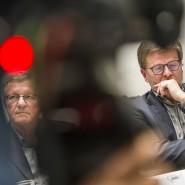 Betretene Mienen, wenn die Vetternwirtschaft überhand nimmt: der Präsident und der Vorstandsvorsitzender der Arbeiterwohlfahrt (Awo), Wilhelm Schmidt und Wolfgang Stadler (rechts), im Dezember in Frankfurt/M.