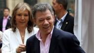 Juan Manuel Santos mit seiner Frau bei der Stimmabgabe in Bogota