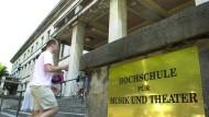 Der frühere Leiter der Münchner Musikhochschule musste sich bereits zwei Mal wegen sexueller Nötigung vor Gericht verantworten.