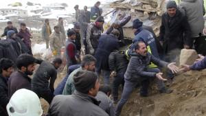 Mindestens neun Tote bei Erdbeben an iranisch-türkischer Grenze