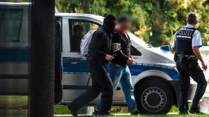 """Mitglieder von """"Revolution Chemnitz"""" angeklagt"""