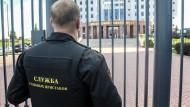 In diesem Moskauer Gericht haben sich fünf Angeklagte eines Mordprozesses eine Schießerei mit dem Wachpersonal geliefert.