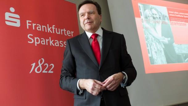 Frankfurter Sparkasse - Der Vorstandsvorsitzende Herbert Grüntker präsentiert die Geschäftszahlen 2011 der Fraspa.