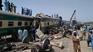 Mindestens 41 Tote bei schwerem Zugunglück in Pakistan