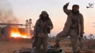 Dieses von dem IS-Sprachrohr Amak veröffentlichte Foto soll IS-Kämpfer im Dezember 2016 in der syrischen Stadt Palmyra zeigen.