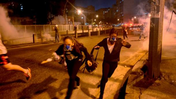 Brasiliens Polizei geht hart gegen Demonstranten vor
