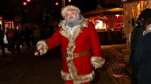 Weihnachtsmann im Einsatz: Marcus Tiberius Maier in seinem selbst gestalteten Kostüm.