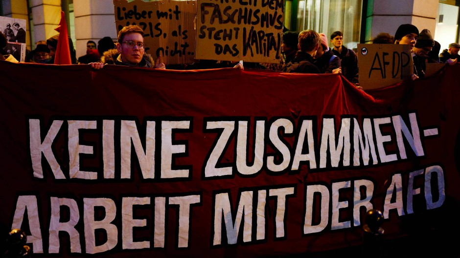 Demonstranten vor der FDP-Parteizentrale in Berlin nach der Wahl von Thomas Kemmerich zum Thüringer Ministerpräsidenten, 5. Februar 2020.