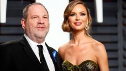Frau verlässt Weinstein nach Vergewaltigungsvorwürfen
