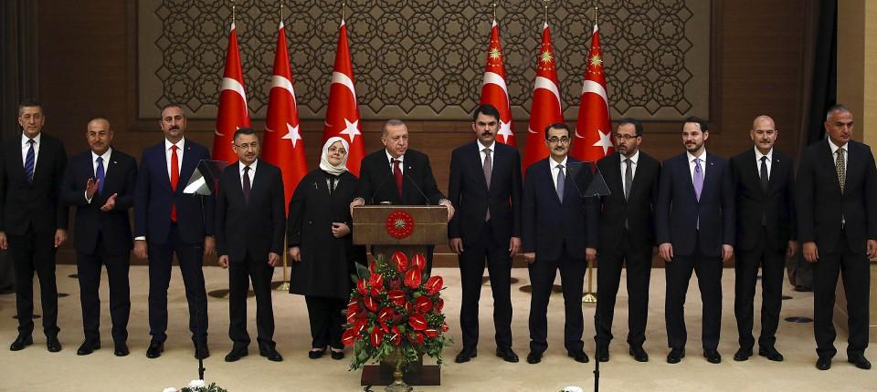 durch die zusammenlegung einiger ministerin schrumpft erdogans kabinett um zehn posten - Was Ist Ein Kabinett