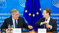 Das Lachen ist Mark Zuckerberg (rechts) an diesem Abend in Brüssel nicht vergangen.