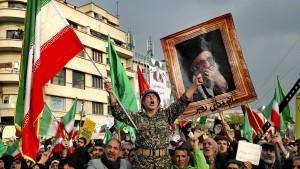 Im Griff von Mullahs und Militärs