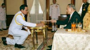 Junta sichert sich die unbegrenzte Macht