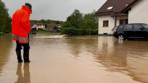 """Tief """"Axel"""" setzt Keller und Straßen unter Wasser"""