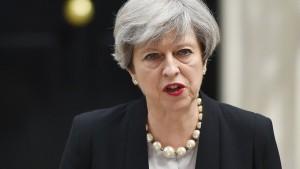 May setzt Terrorwarnstufe von ernst auf kritisch