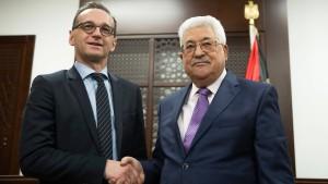 Ein Präsentkorb und kühle Worte für Abbas