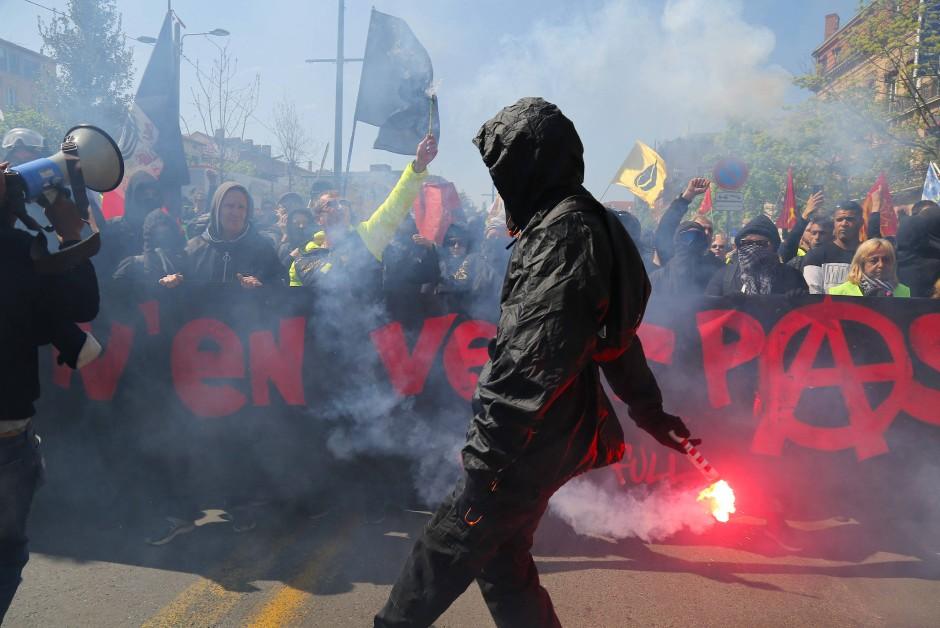 """Bei neuen Protesten der """"Gelbwesten""""-Bewegung ist es am Samstag in der südwestfranzösischen Stadt Toulouse zu Zusammenstößen zwischen Polizei und Demonstranten gekommen."""