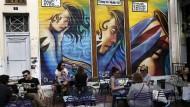Straßenszene in Athen: Mit neuen Krediten können sich die Griechen wieder mehr leisten.