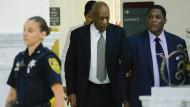 Bill Cosby am Donnerstag auf dem Weg in den Gerichtssaal