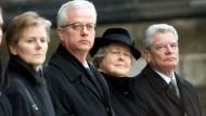 Beatrice von Weizsäcker, der getötete Fritz von Weizsäcker, Joachim Gauck und Marianne von Weizsäcker beim Staatsakt für den 2015 gestorbenen Richard von Weizsäcker