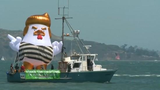 """Trump-Hühnchen"" vor Alcatraz"