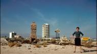 Sie liebte und erforschte die Kasinostadt in der Wüste: Denise Scott Brown vor der Skyline von Las Vegas, 1972.