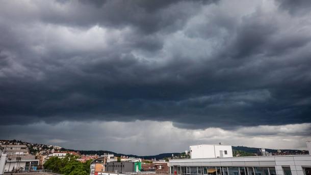 Wetterdienst warnt vor Gewittern und Starkregen am Sonntag