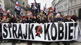 Polinnen protestieren gegen Verschärfung des Abtreibungsverbots